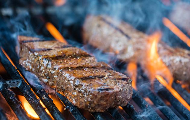 Pihvit grillissä