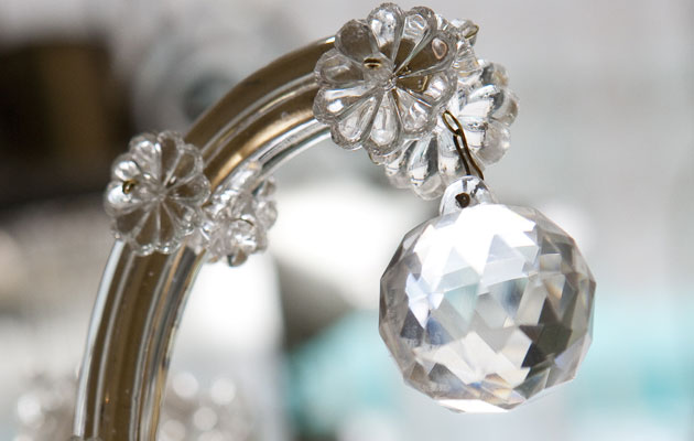 Etikka puhdista kristallikruunun