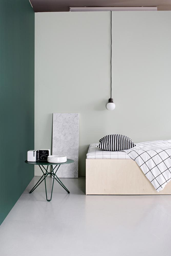 Kuva - Tee itse vanerikehys sängyllesi