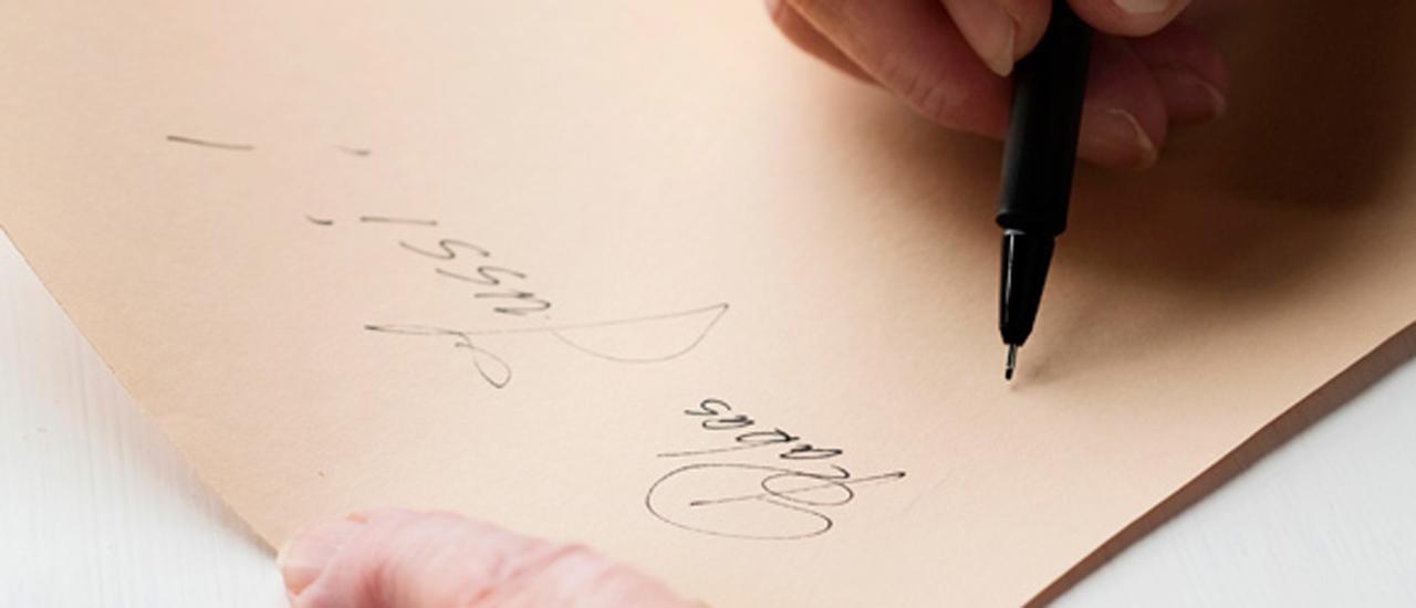 Hyvä puhe kannattaa kirjoittaa tukisanoilla lapulle, kun esität sen juhlissa.