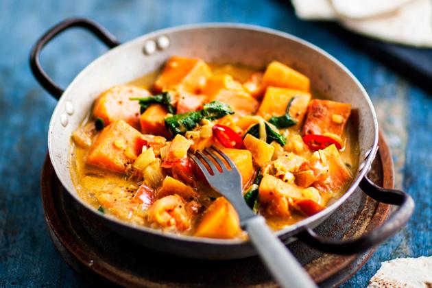 kasvisruoka: bataatti-pinaatticurry