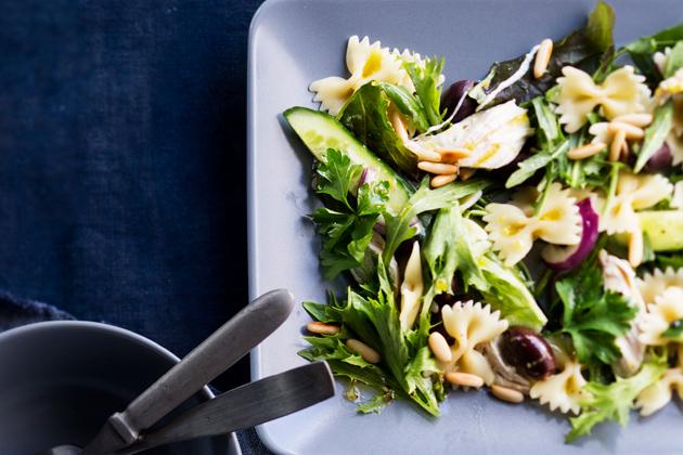 broileri-pastasalaatti mainio salaatti juhliin