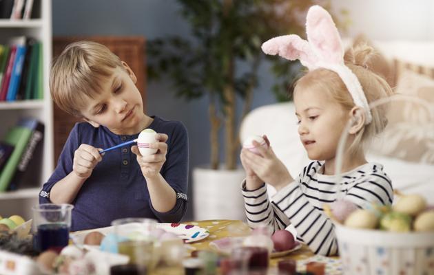 Vinkit pääsiäismunien helppoon maalaamiseen!