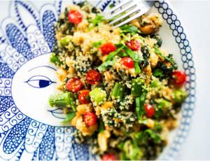 kvinoa-nokkossalaatti