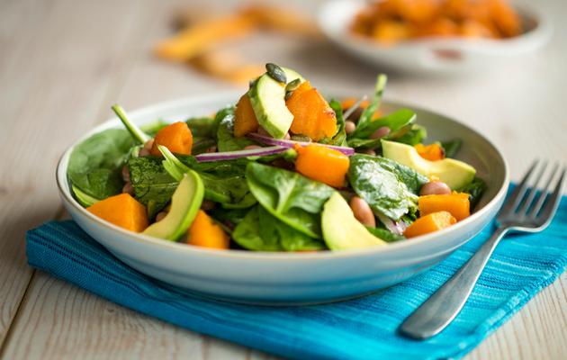 Kevyt ja ruokaisa salaatti on täydellinen kesäruoka.