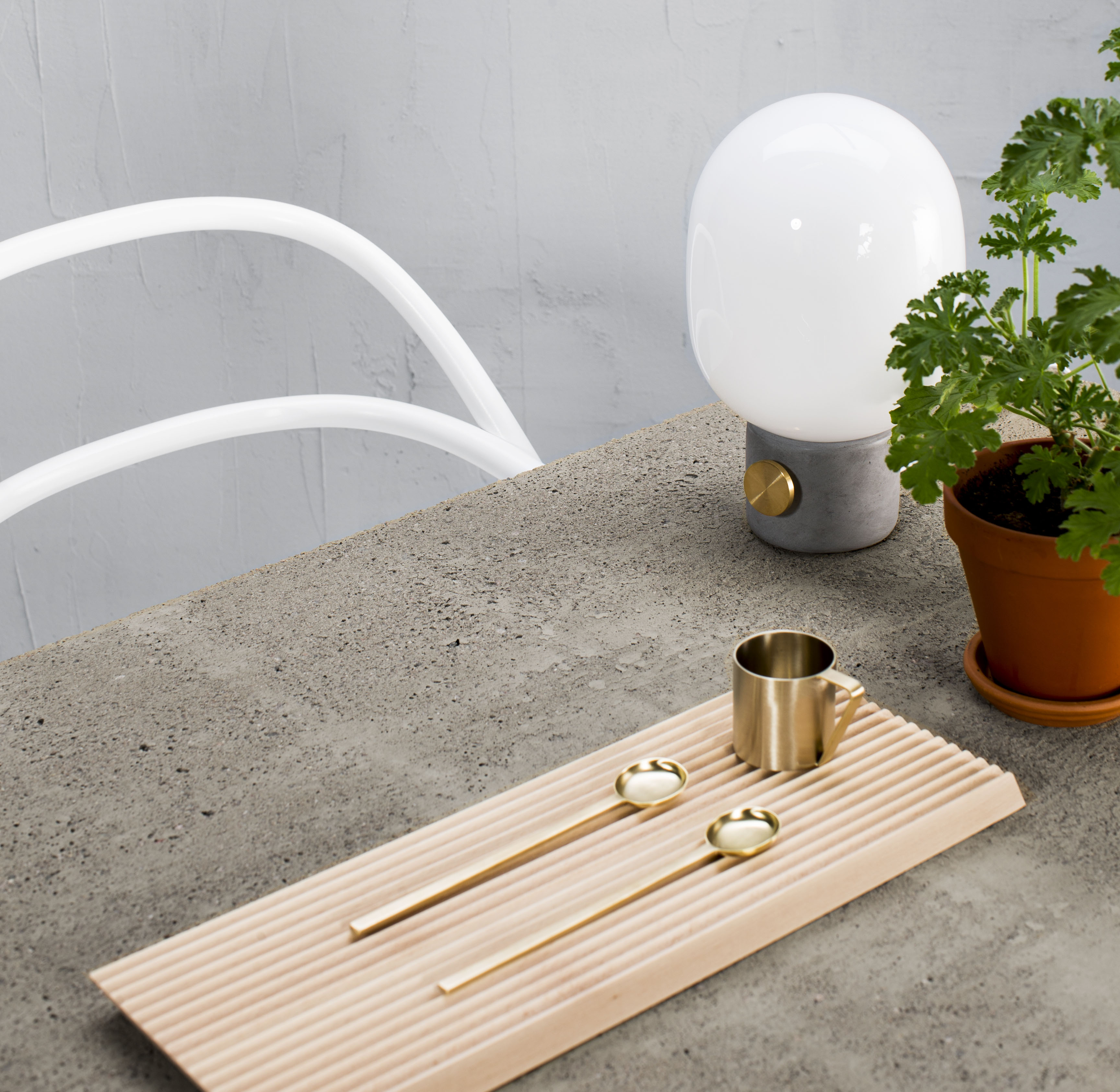 Itse tehty betonipöytä