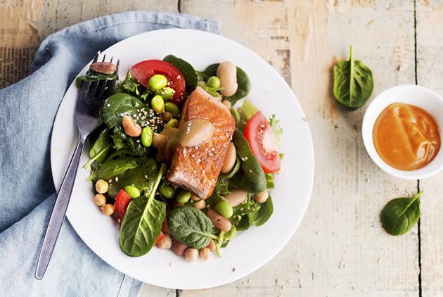 lohi-papusalaatti on ruokaisa salaatti