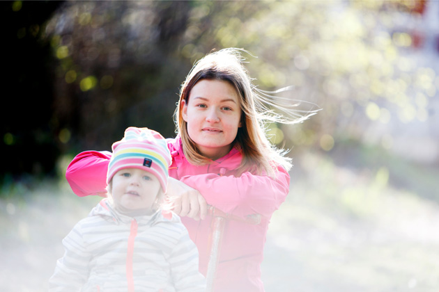 Narkolepsiasta kärsivä Mirka Sulkunen ja tytär Peppi