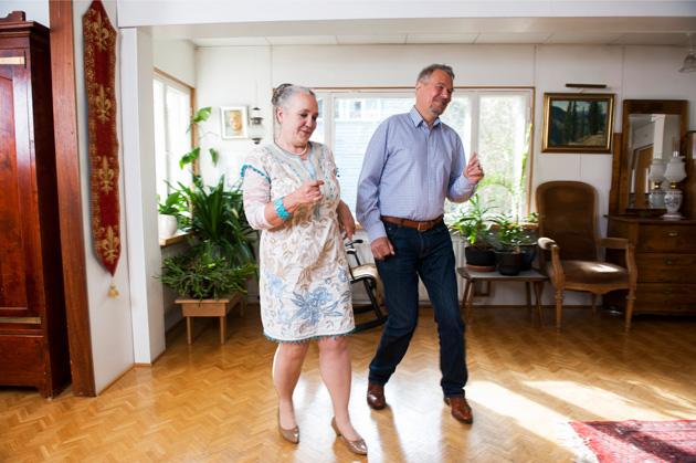 Niemiset esittelevät tanssitaitojaan