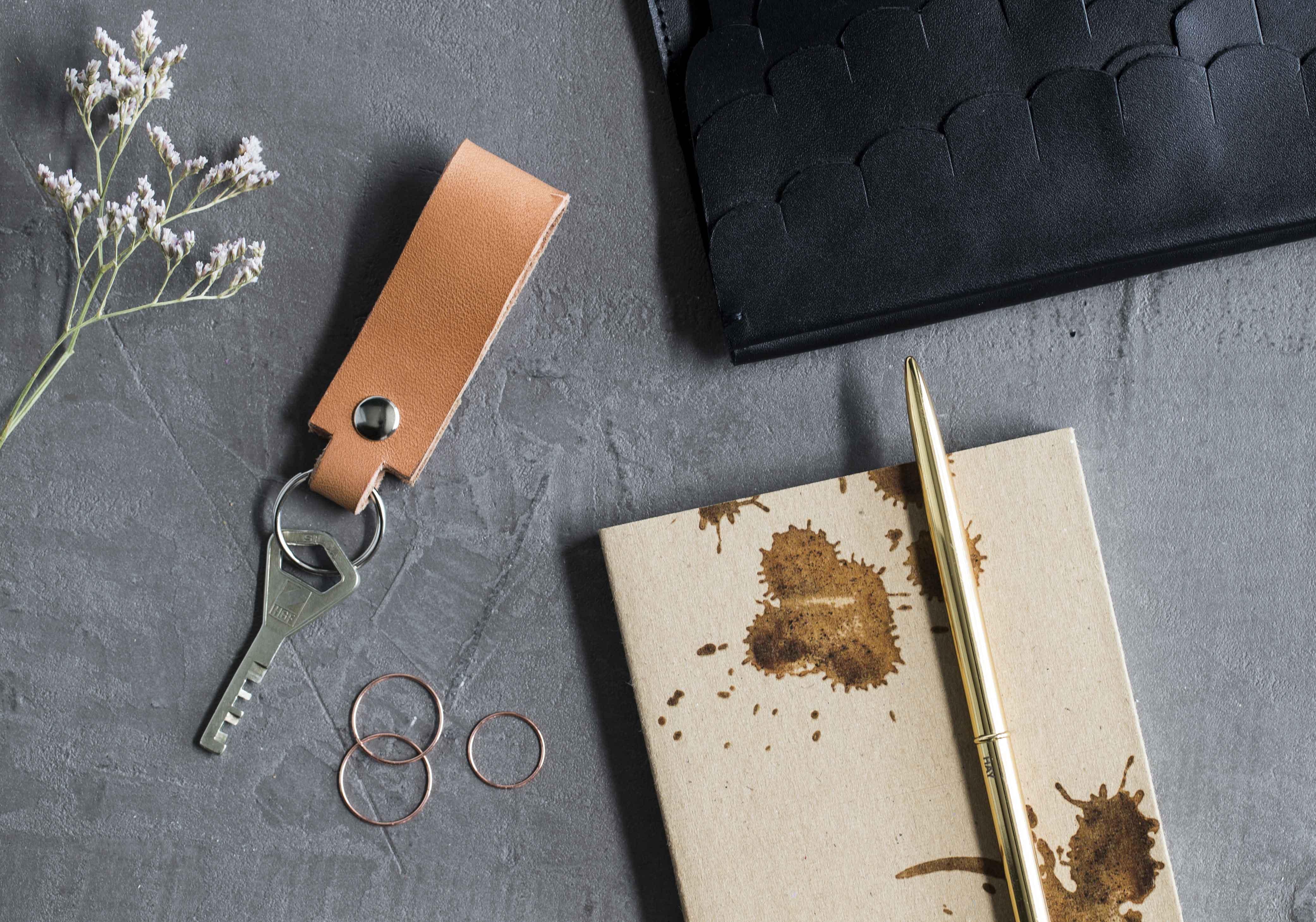 Itse tehty nahkainen avaimenperä
