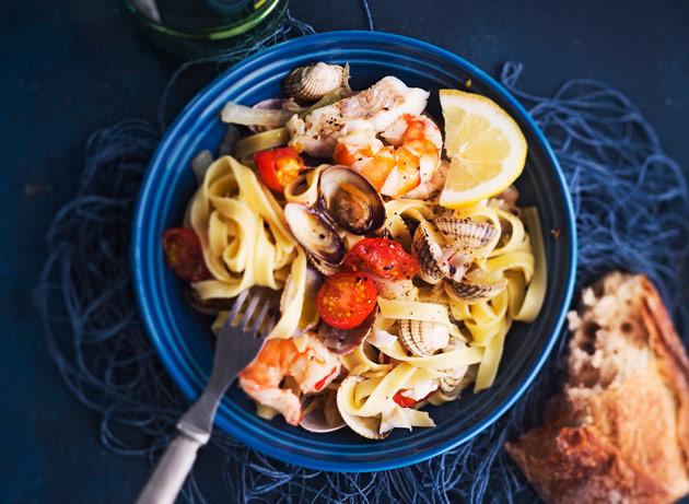 Resepti jossa yhdistellään simpukoita, kuhaa ja pastaa