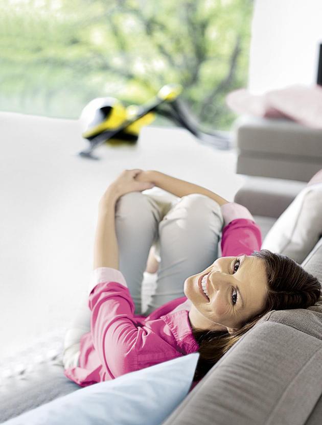 Kärcher-höyrypesurilla puhdistat myös sohvan