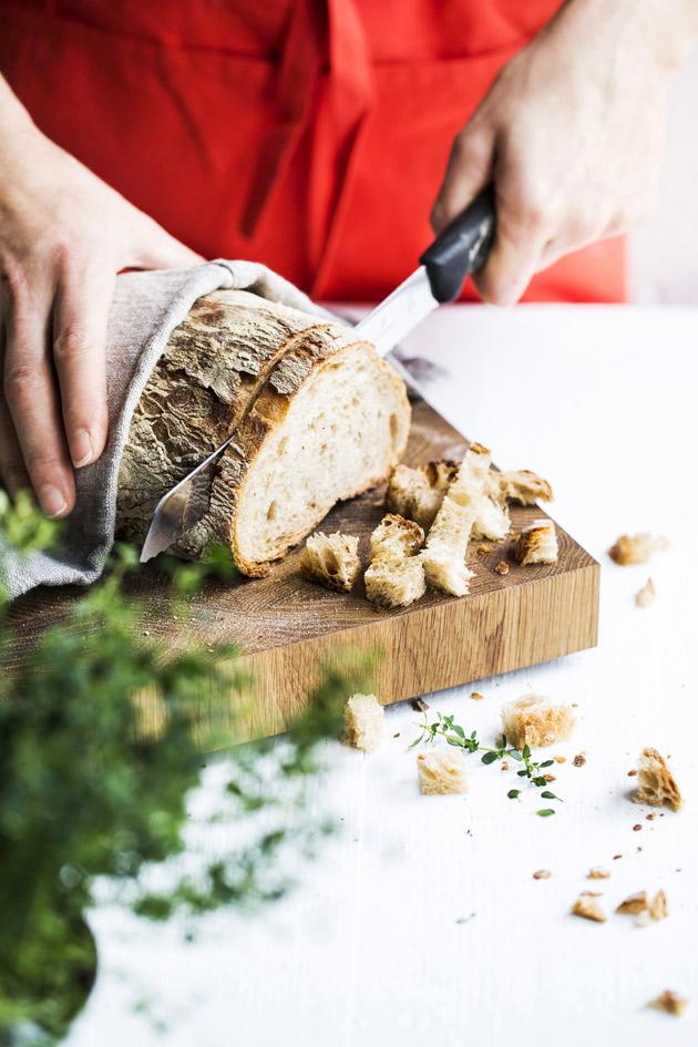 leivän leikkaaminen