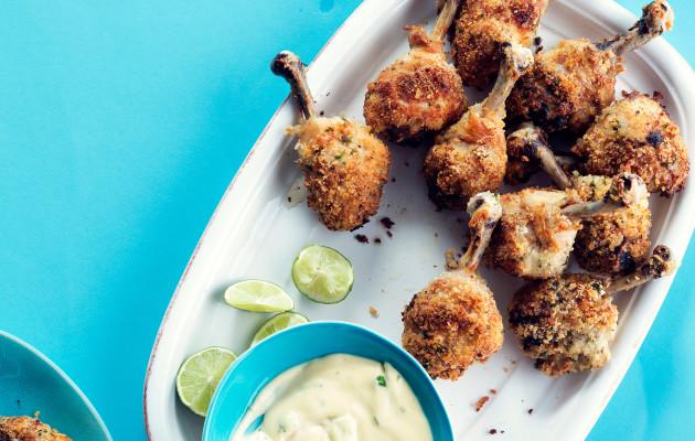 Pankopaneroidut kananpojat ovat helppoa kotiruokaa.