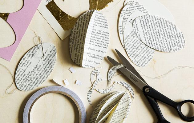 Askastele pääsiäiskoristeita vanhoista kirjoista