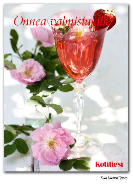 Pinkkiä juomaa, mansikoita ja kukkia. Lähetä Onnea valmistujalle -onnittelukortti e-kortilla