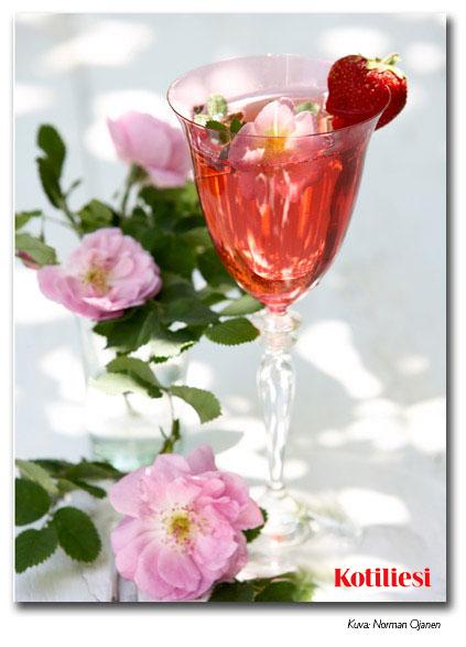 E-kortti marjaisalla boolilla ja kukkasilla