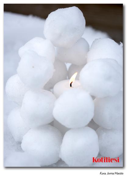 Sähköinen e-kortti lumipallolyhdyllä