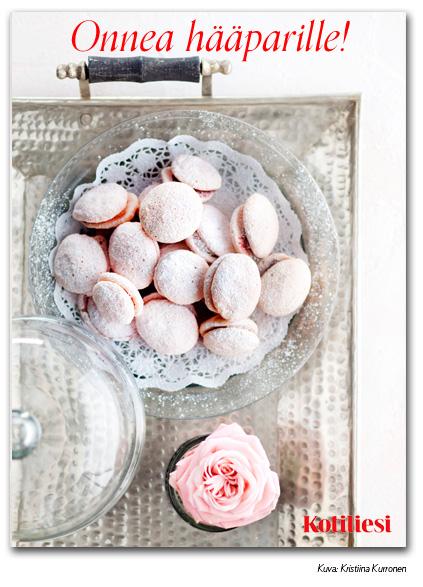 Vaaleanpunaiset lusikkaleivät: Lähetä Onnea hääparille -onnittelukortti sähköisesti