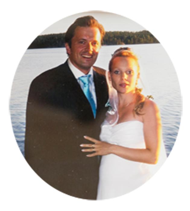 Jyrki ja Maija Anttila vihittiin Saimaan rannalla, lämpimänä heinäkuun päivänä. Maija odotti perheen esikoista.