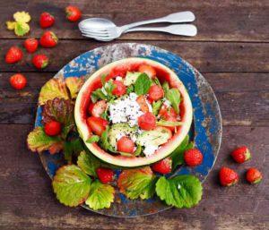 mansikka-melonisalaatti