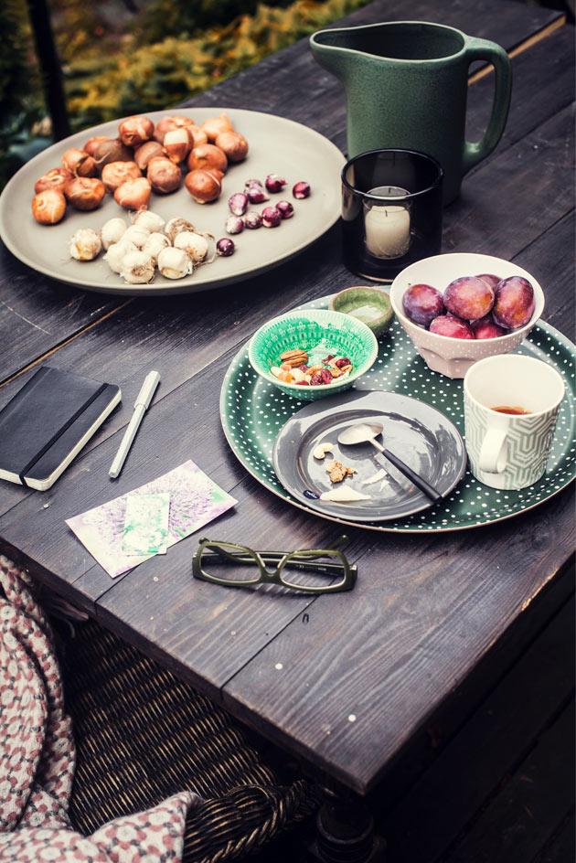 aamiainen syksyisellä terassilla