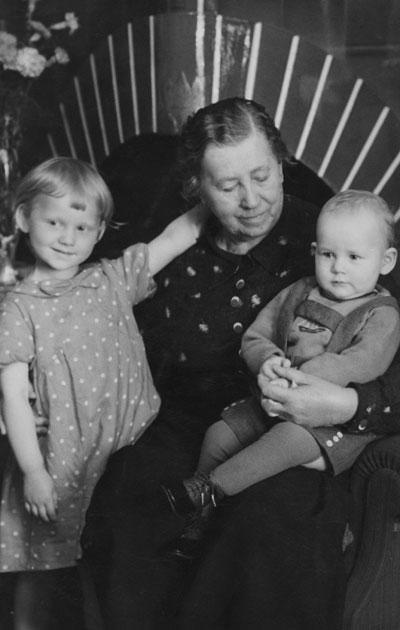 Miina Sillanpää ja lapset