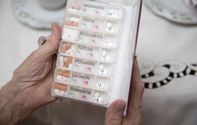 Vanhuksella riittää lääkkeitä