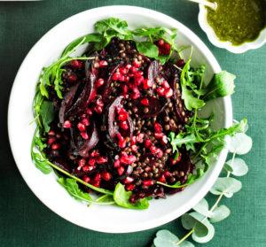punajuuri-granaattiomena-linssisalaatti