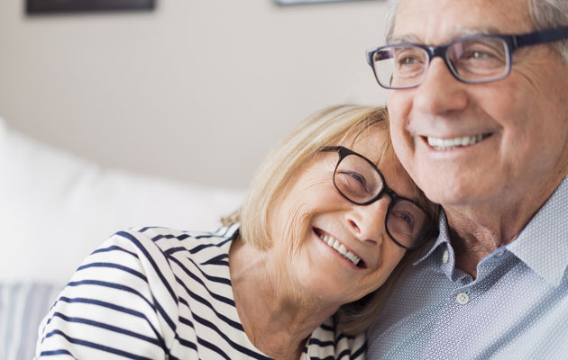 Rakastunut vanhempi pariskunta