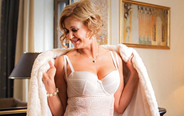 Juhlapukeutuminen alkaa vaatteiden alta. Parhaat alusvaatteet ovat huomaamattomat ja tukevat, samalla ne parantavat ulkonäköä.