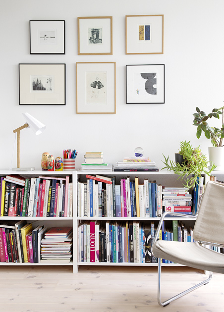 Kuva - Näin järjestät kirjahyllyn 45 minuutissa – kikka yllättää yksinkertaisuudellaan