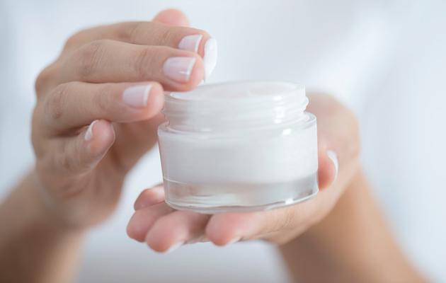kuiva iho hyötyy voiteiden kerrostamisesta