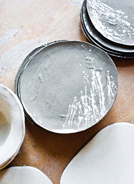 Raaka-Rån keramiikka-astioita