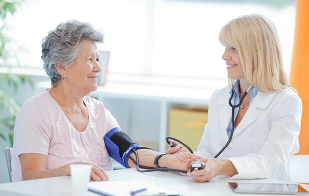 Näin ehkäiset Alzheimerin tautia – 10 keinoa, joilla pidät huolta aivoistasi