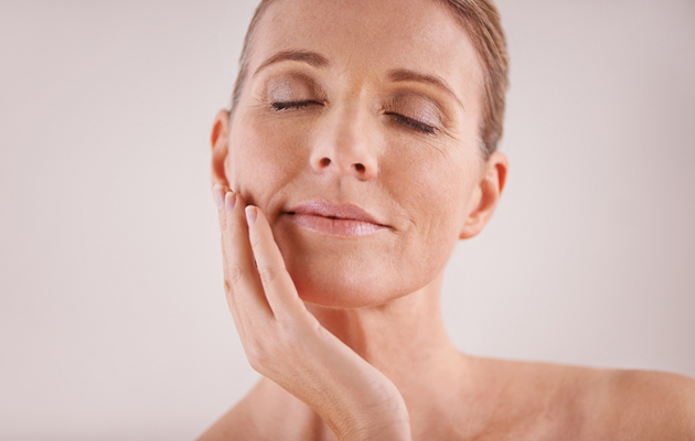 Haaveiletko heleästä ihosta? Lue ammattilaisen ohjeet kasvojen ja vartalon kuorintaan