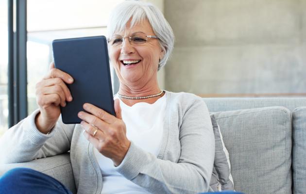 Nainen 70: virkistä muistiasi lukemalla