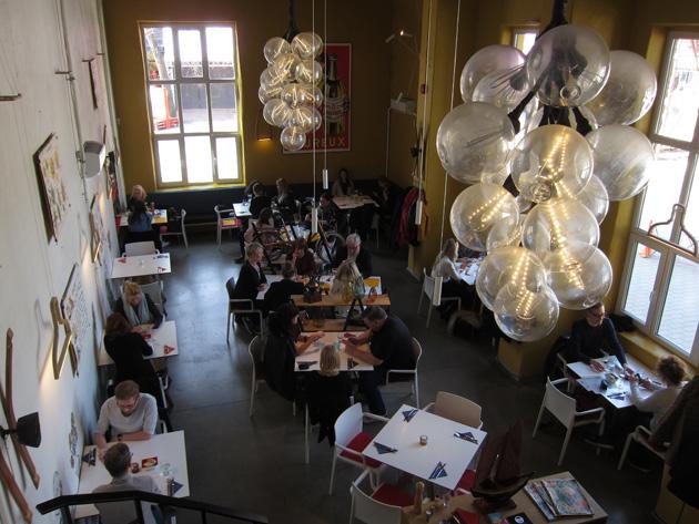 Ranskalainen ravintola Frenchy sisältä Tallinnan Telliskivessä.