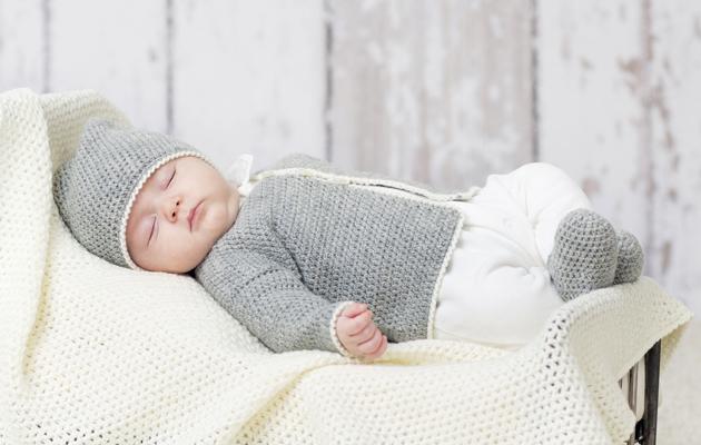 Virkkaa harmaavalkoinen asustesetti vauvalle! 4531eb7a4c