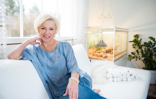 """Kuva - Helena Ahti-Hallberg äitiyden haasteista: """"Kannoin 20 vuotta jatkuvaa syyllisyyttä"""""""