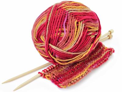 Punainen lankakerä, neulominen saattaa ehkäistä muistisairauksia
