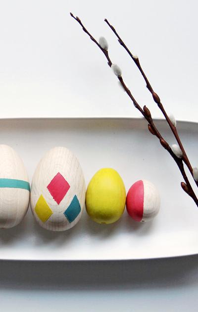 Maalatut puiset pääsiäismunat.