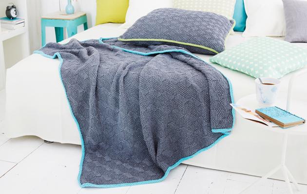 Pirteäreunuksiset peitto ja tyyny