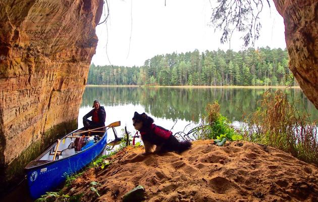 Kaarina Silmunen: aviomies Hannu Silmunen ja Hilla-koira kanootissa