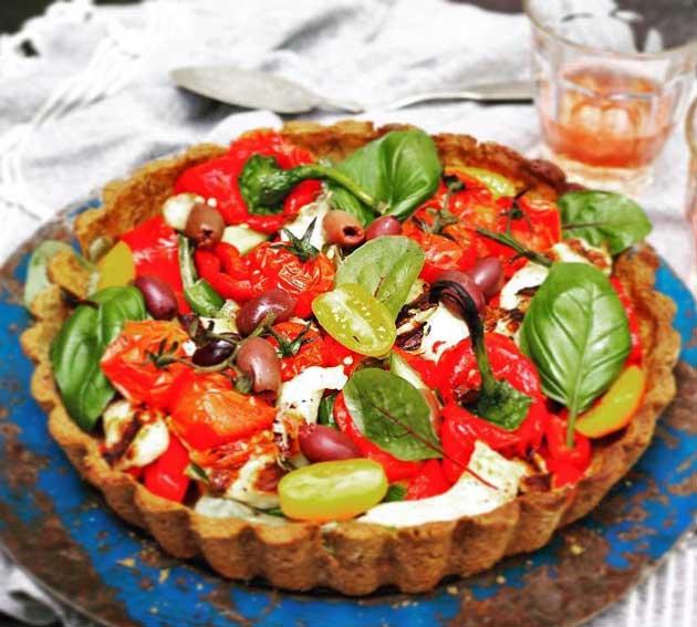 Kuva - Salaattipiirakka kyproslaiseen tapaan