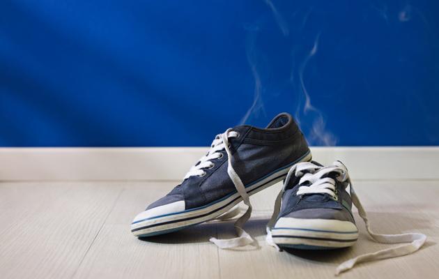 Poista hajut kengistä kotikonstein!