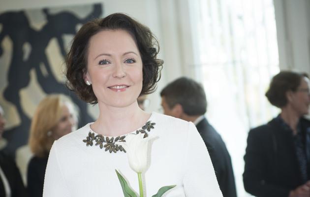 Jenni Haukio esittelee Suomi100-tulppaanin