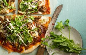 Nyhtökauraresepti: nyhtökaura-tomaatti-mozzarellapizza