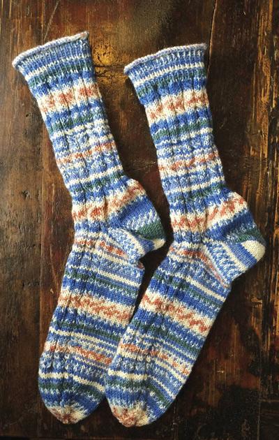palmikkokoristeiset sukat