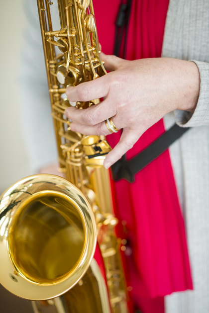 Minna-Maaria Sipilä soittaa tenorisaksofonia.